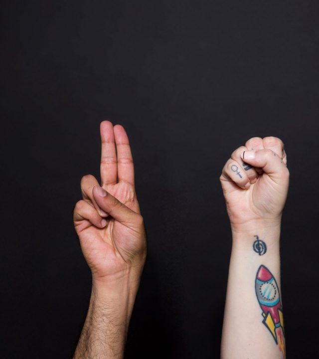 two-hands-sign-the-word-us